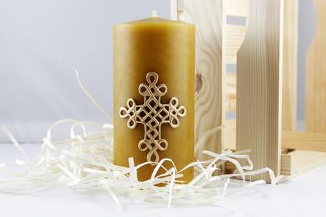 Świeca woskowa z krzyżem plecionym - świąteczna (1)