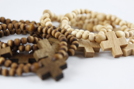 Drewniany różaniec na rękę - kolor naturalny (1)