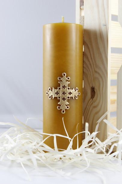 Świeca woskowa z krzyżem królewskim - prezentowa (1)